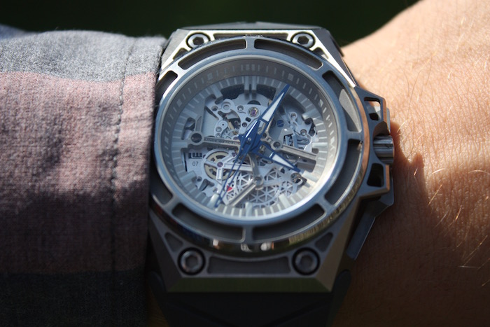 Linde Werdelin's SpidoLite Titanium Is Masculine Yet Majestic