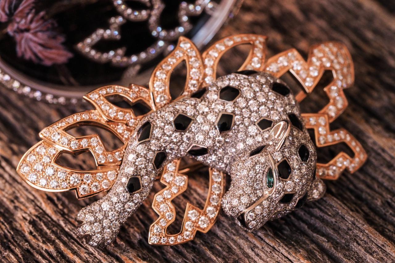 cartier metiers d 39 arts series les indomptables de cartier d cor diamonds watch swiss watches. Black Bedroom Furniture Sets. Home Design Ideas