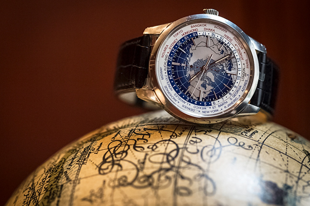 Jaeger-LeCoultre Geophysic Universal Time white gold version hands on